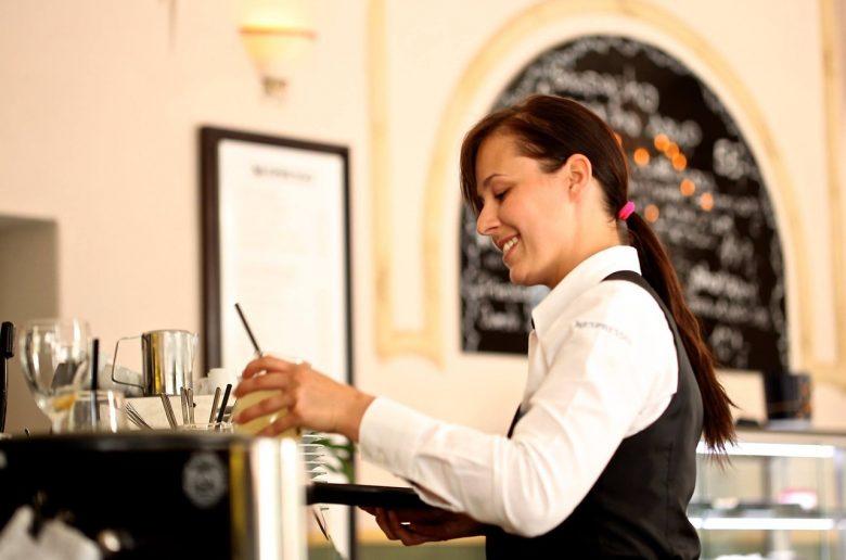 Нехватка официантов в заведениях Украины