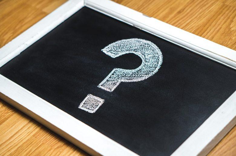 Знак вопроса, нарисованный на доске