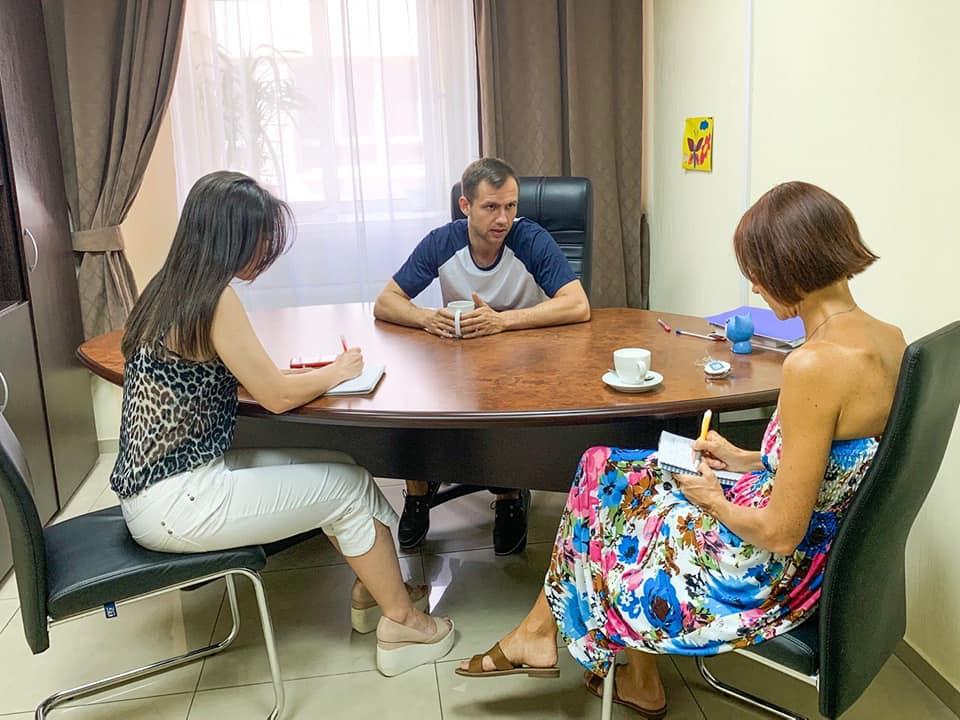 Фото з інтерв'ю з представниками школи Level Up