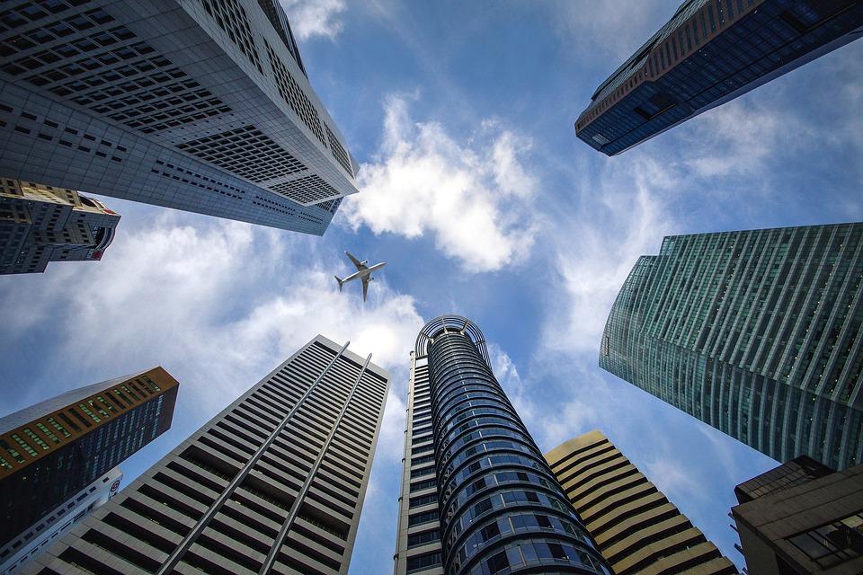 Деловой центр, небоскребы, небо, самолет