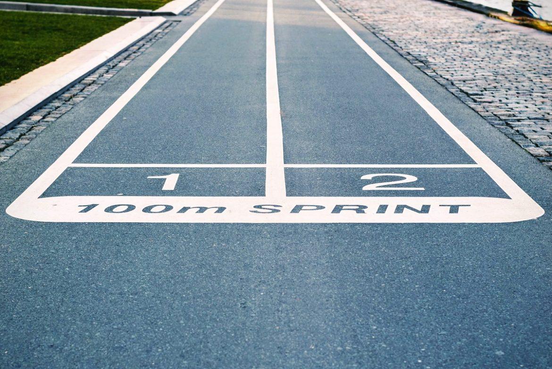 Бігова доріжка з надписом Start