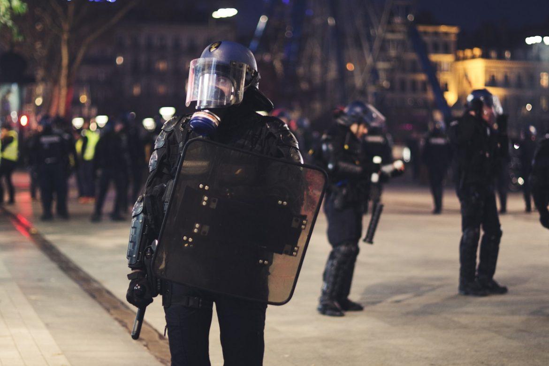 Поліціянт на вулиці